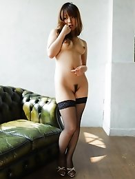 Horny and fit Japanese av idol Yui Hinata shows off her amazing naked busty body