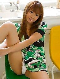 Relaxed and happy Japanese av idol Hinano Momosaki is sexy and wanting sex